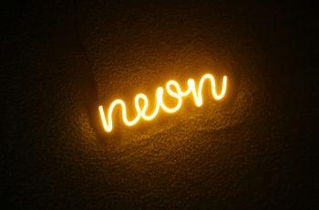 Deixe sua vitrine ainda mais bonita com a febre do momento: o led neon